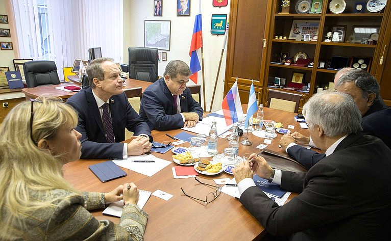 Встреча В. Джабарова спредседателем парламентской Группы дружбы сРоссийской Федерацией Национального Конгресса Аргентины Родольфо Хулио Уртубеем