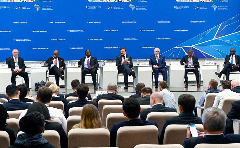Фарит Мухаметшин принял участие вдискуссии «Россия-Африка: что дальше?»