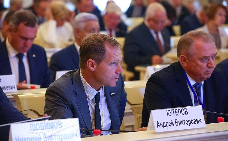 Заседание Секции 6. «Развитие сотрудничества регионов, районов игородов Беларуси иРоссии как инструмент укрепления Союзного государства»