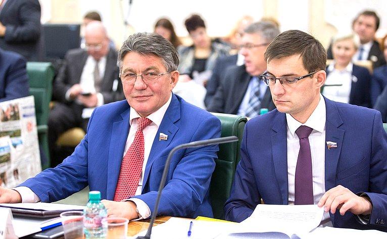 В. Озеров иД. Шатохин