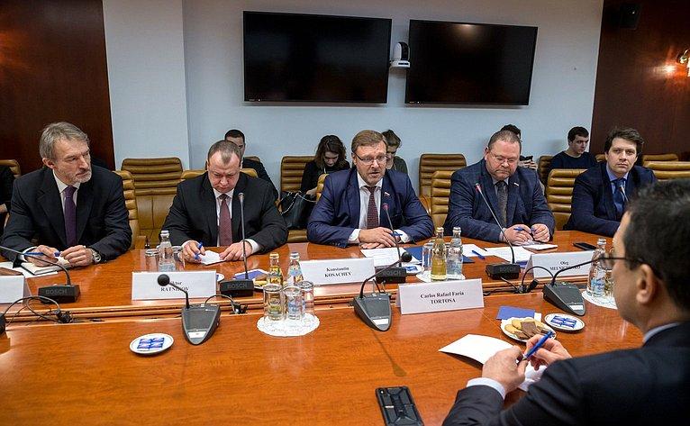 Встреча К. Косачева иО. Мельниченко сЧрезвычайным иПолномочным Послом Боливарианской Республики Венесуэла