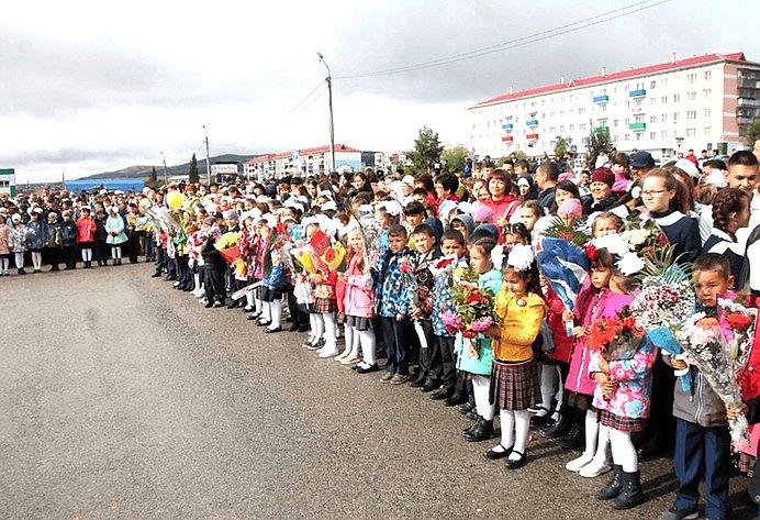 Торжественная линейка, посвященная Дню знаний иоткрытию школы сдетским садом вг. Баймаке