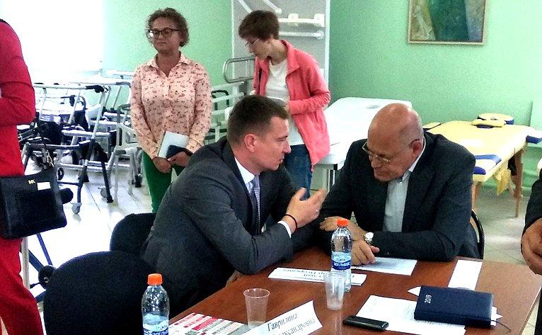 Владимир Круглый провел «круглый стол» повопросам совершенствования паллиативной помощи вОрловской области