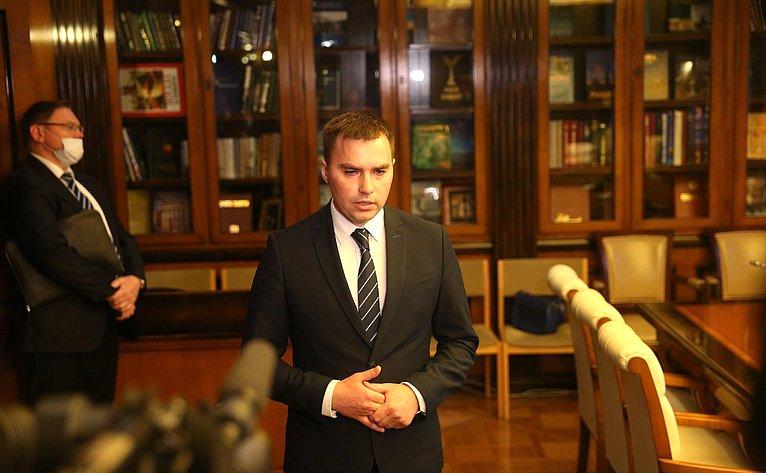 Подписание Соглашения овзаимодействии исотрудничестве вцелях реализации комплексных мер социально-экономического развития муниципального образования город Норильск напериод до2024года иперспективу до2035года