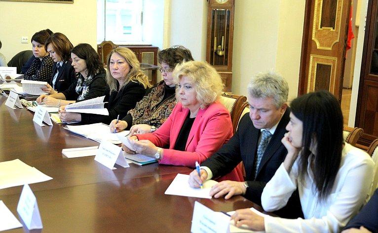 Андрей Кутепов провел вЗаконодательном собрании Санкт-Петербурга совещание, посвященное проблеме возврата детей изприемных семей вдетские дома