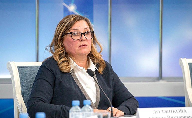 Анжела Должикова