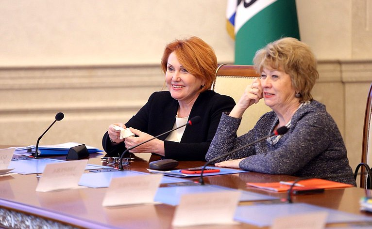 Н. Болтенко врамках работы вНовосибирской области выступила наобластном родительском собрании