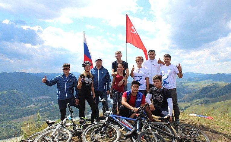 Татьяна Гигель встретилась сучастниками велопробега, организованного членами региональных молодежный общественных организаций вчесть 75-летия Великой Победы