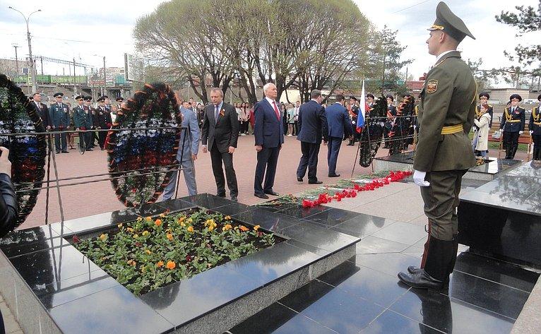 Николай Тихомиров принял участие вторжественной церемонии возложения цветов кМемориалу «Вечный огонь Славы»