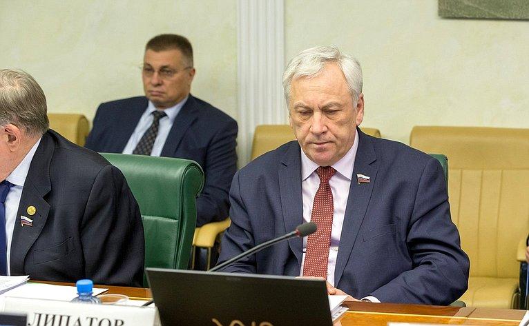 Ю. Липатов