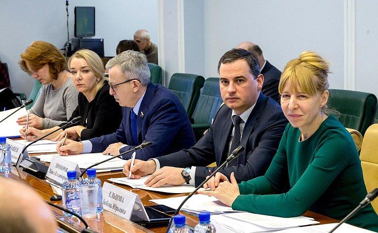 Совещание Комитета СФ посоцполитике