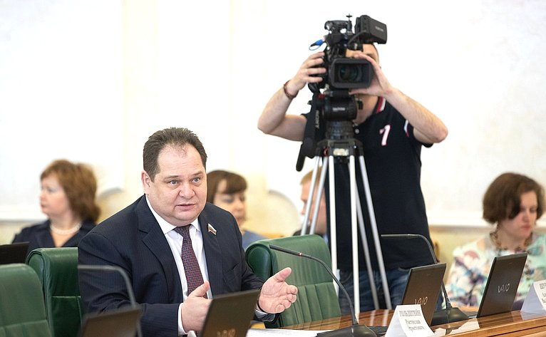 Р. Гольдштейн