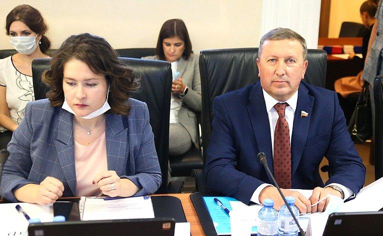 «Круглый стол» Временной комиссии СФ поинформационной политике ивзаимодействию соСМИ