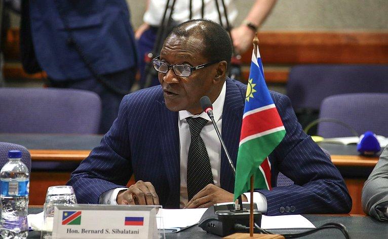 Председатель Национального Совета Намибии Бернард Сонга Сибалатани