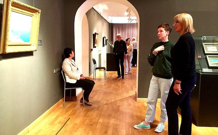 Наталия Косихина посетила выставку выдающегося живописца XIX века Архипа Куинджи изсобрания Русского музея, которая открылась вЯрославском художественном музее