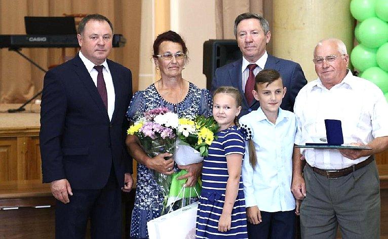 Ираида Тихонова приняла участие внаграждении общественными наградами— медалями «Залюбовь иверность» лучших многодетных семей региона