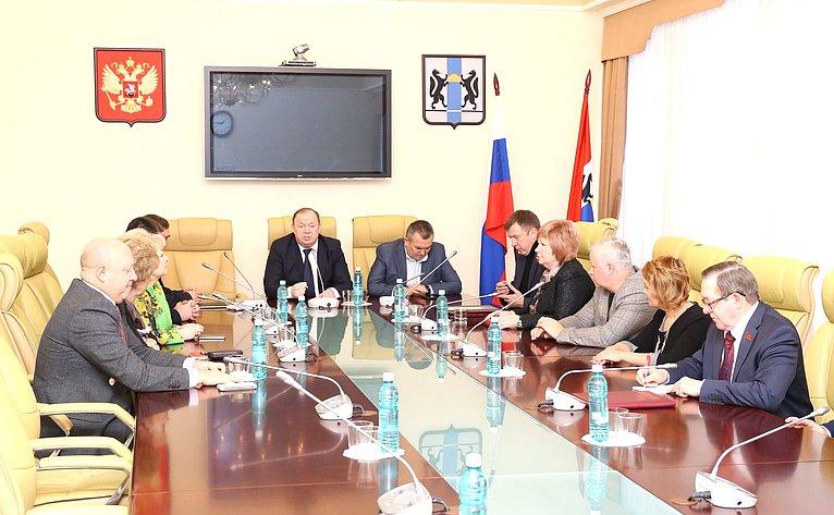 В. Лаптев встретился сдепутатами регионального парламента ипредставителями общественных институтов