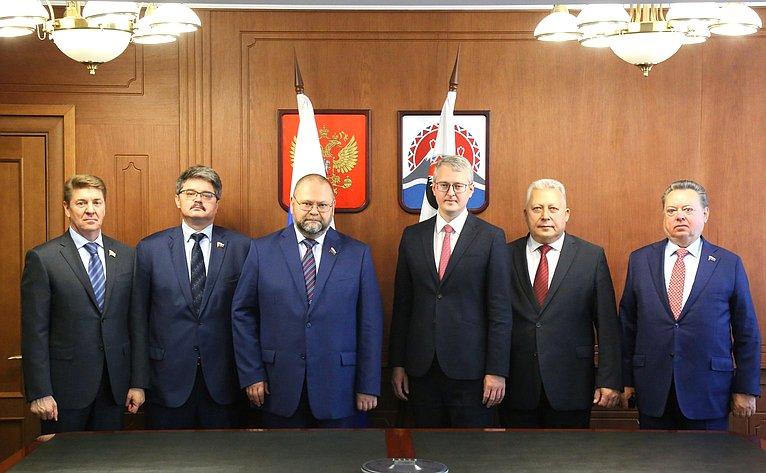 Выездное совещание Комитета СФ пофедеративному устройству, региональной политике, местному самоуправлению иделам Севера вПетропавловске-Камчатском
