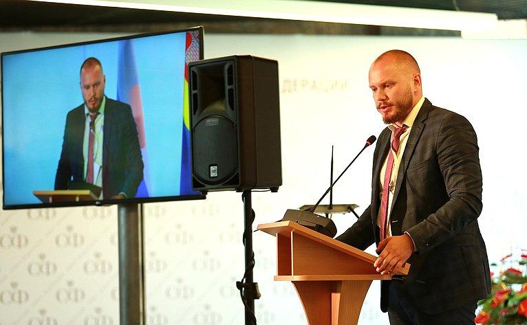 Руководитель комитета порегулированию внутреннего рынка Ассоциации разработчиков ипроизводителей электроники Андрей Безруков