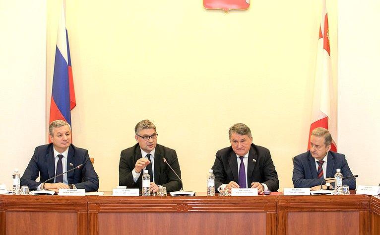 Юрий Воробьев принял участие вочередном заседании Дискуссионного клуба вВологде