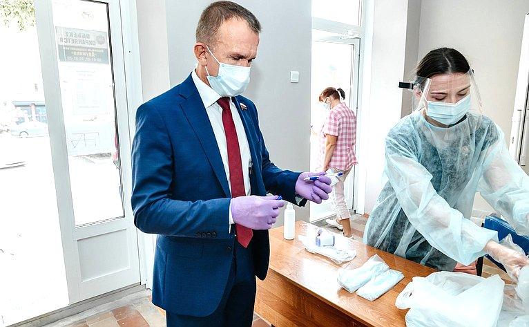 Владимир Кравченко принял участие впроцедуре общероссийского голосования повопросу одобрения изменений вКонституцию Российской Федерации
