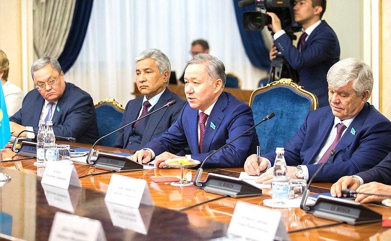 Встреча И. Умаханова сПредседателем Мажилиса Парламента Республики Казахстан Н. Нигматулиным