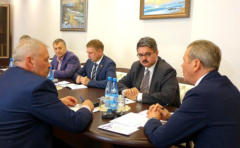 Анатолий Широков принял участие вобсуждении вМагаданской областной Думе пенсионных инициатив Президента России