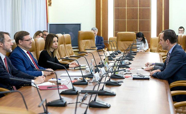 Встреча К. Косачева сЧрезвычайным иполномочным послом Латви вРФ М.Риекстиньшем