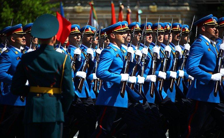 Председатель Совета Федерации В. Матвиенко присутствовала навоенном параде вознаменование 75-й годовщины Великой Победы
