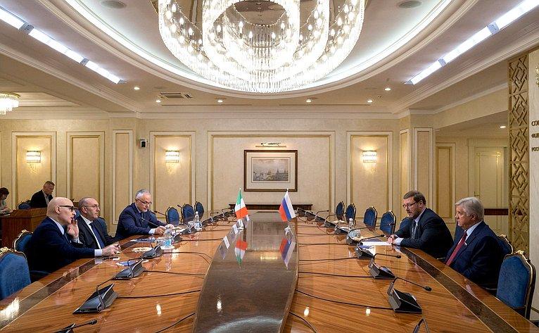 Встреча К. Косачева спредседателем Комиссии помеждународным делам ивопросам миграции Сената Итальянской Республики В. Петрочелли