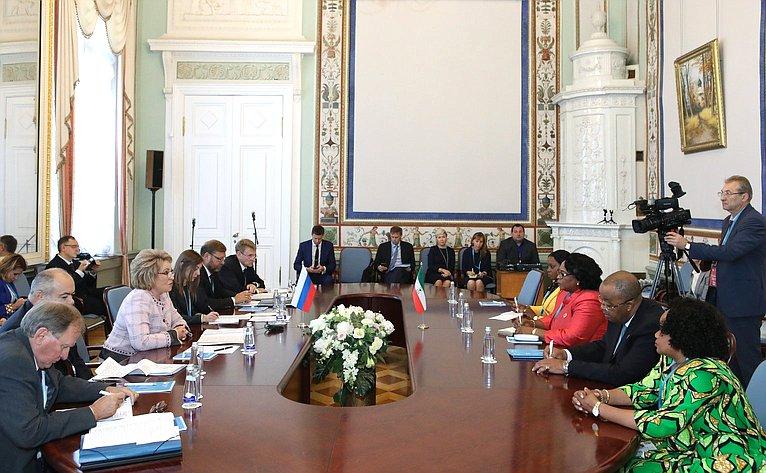Валентина Матвиенко провела встречу сПредседателем Сената Парламента Республики Экваториальная Гвинея Марией Тересой Эфуа Асангоно