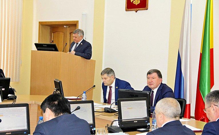 Сергей Михайлов рассказал освоей деятельности вСовете Федерации депутатам краевого Законодательного Собрания