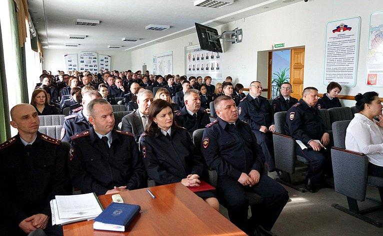 Рабочая встреча Владимира Полетаева ссотрудниками органов внутренних дел Республики Алтай