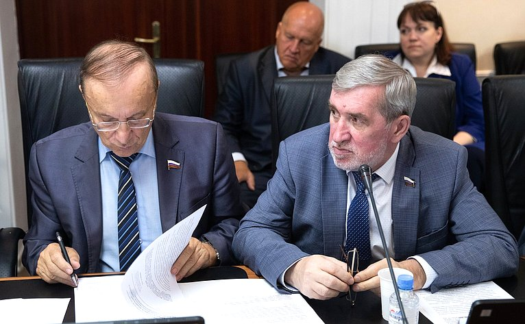 Игорь Чернышенко иАлександр Ермаков