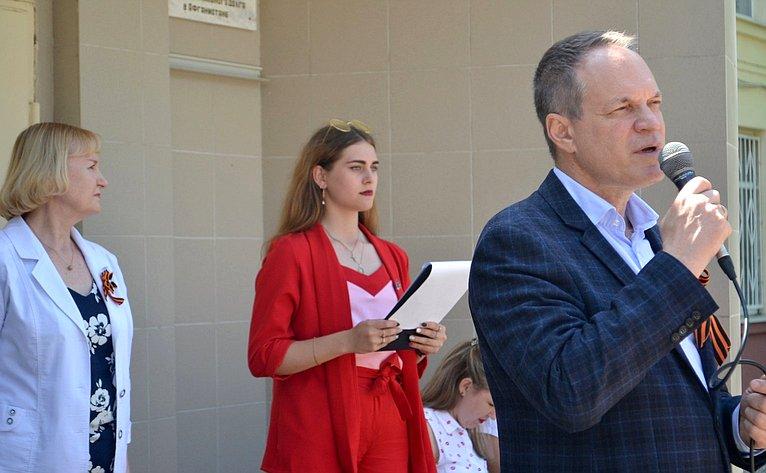 Александр Башкин принял участие вторжественной церемонии вступления в«Юнармию» учеников одной изшкол Астрахани