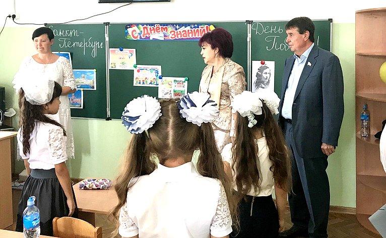 Сергей Цеков ознакомился сучебно-материальной базой школы, посетил учебные классы