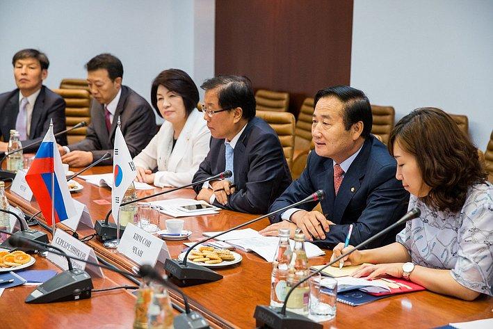 Встреча Е. Серебренникова и М. Дидигова с первым заместителем председателя Комитета по обороне Национальной Ассамблеи Республики Корея Ким Сон Чаном