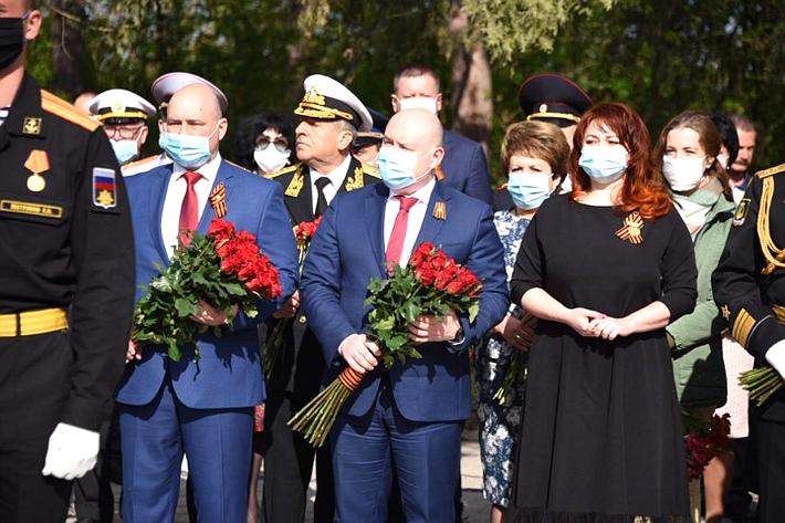 Сенаторы Е. Алтабаева иВ. Куликов вСевастополе приняли участие ввозложении цветов