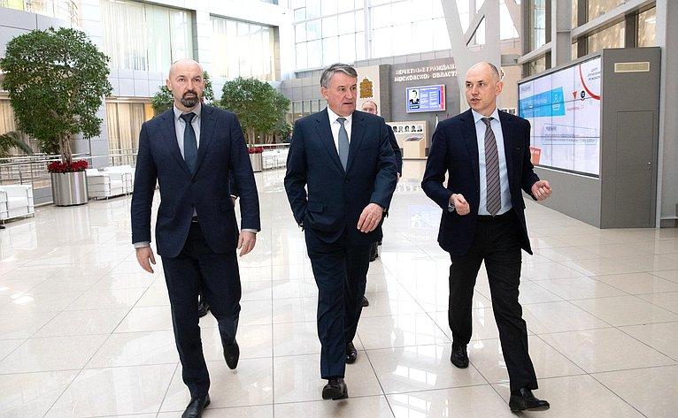 Юрий Воробьев осмотрел Центр управления регионом вздании Правительства Московской области