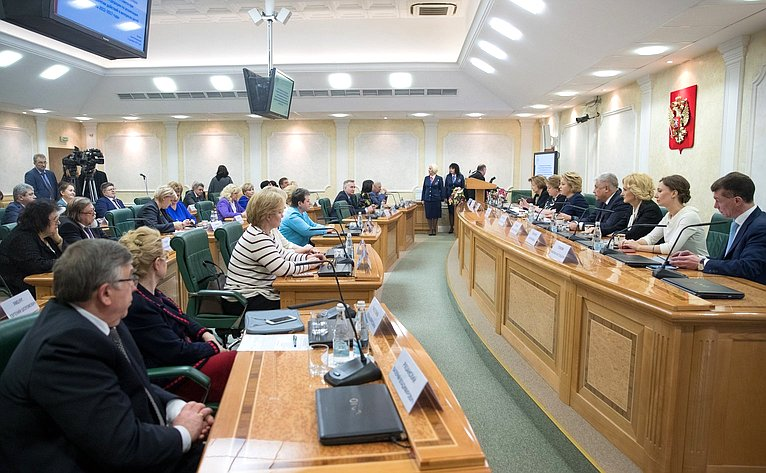 Встреча В. Матвиенко счленами Координационного совета при Президенте РФ пореализации Национальной стратегии действий винтересах детей на2012–2017гг