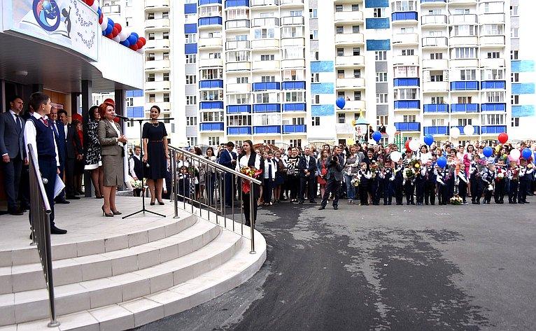 Надежда Болтенко приняла участие вторжественной церемонии открытия новой школы Первомайского района Новосибирска