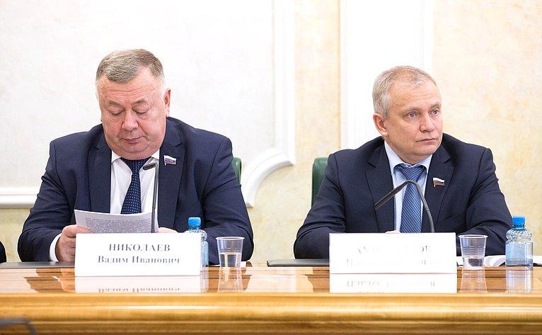 В. Николаев иИ. Ахметзянов