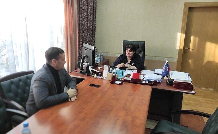 Эдуард Исаков обсудил вопросы развития научно-исследовательской деятельности вХМАО