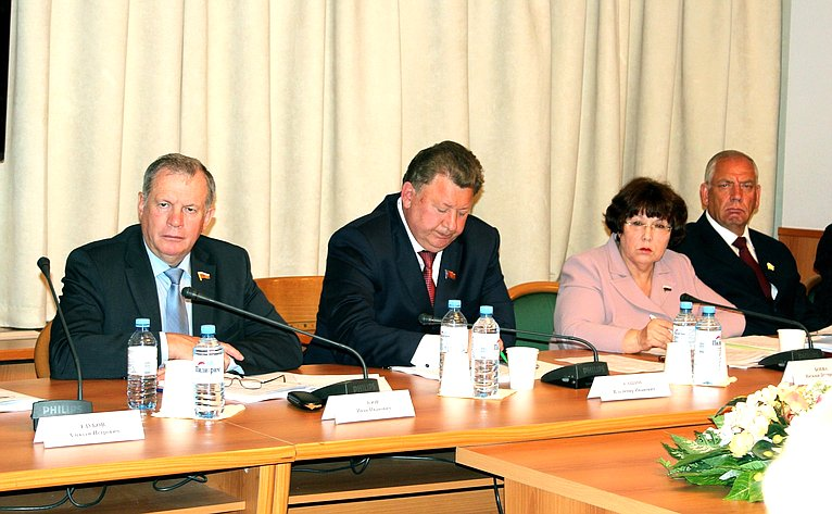 С. Митин принял участие вобсуждении правовых аспектов развития иповышения эффективности перерабатывающих отраслей АПК