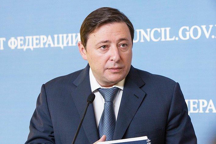 356 заседание СФ подход к прессе Хлопонин