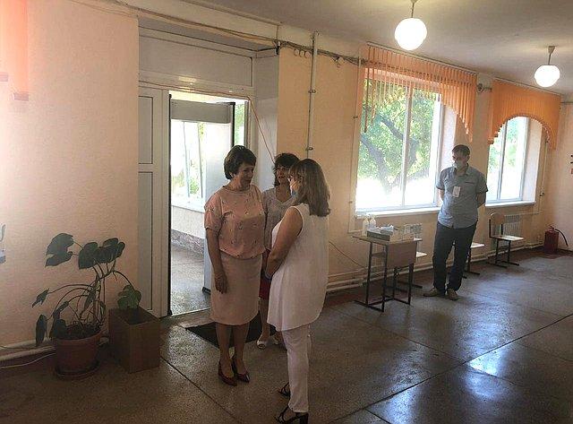 Екатерина Алтабаева вдень голосования посетила избирательные участки вСевастополе