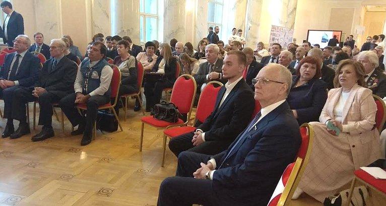 Фарит Мухаметшин принял участие ввыездном заседании Совета поразвитию цифровой экономики при Совете Федерации