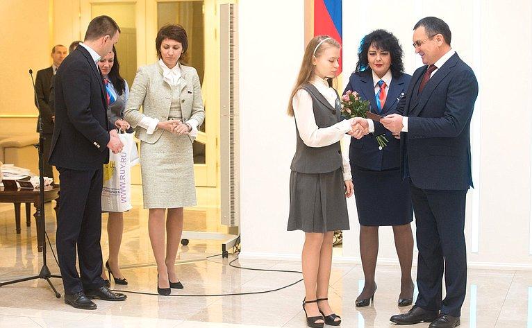 Церемония вручения паспортов врамках проведения Всероссийской акции Мы— граждане России