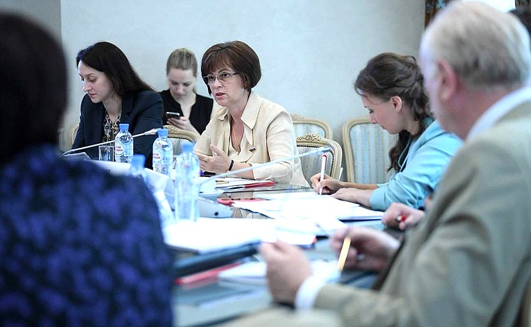 Е. Попова приняла участие взаседании Экспертной группы Проект-центра при Уполномоченном при Президенте Российской Федерации поправам ребенка