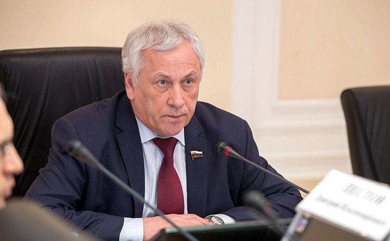 Юрий Липатов